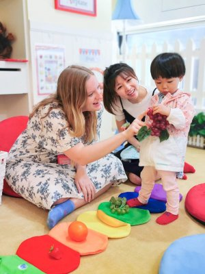 Toddler Learning Second Language in China